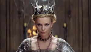 Charlize Theron é a Rainha Má